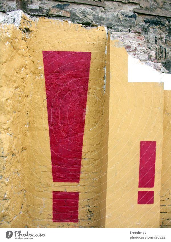 Ausrufen und Zeichen setzen Mauer Verfall Kunst Ausrufezeichen Typographie Dresden Wand Putz Schablone Fototechnik Stein Grafitti