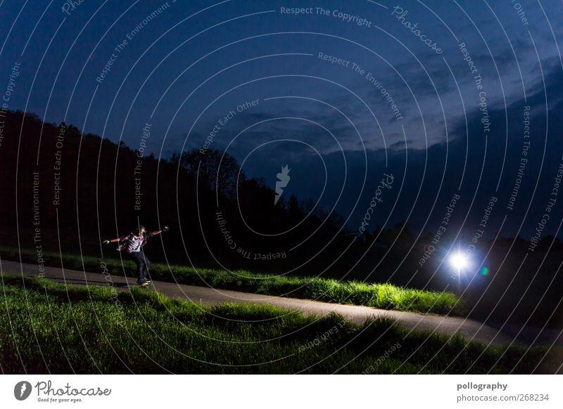 Wie die Motten ins Licht Mensch Himmel Mann Jugendliche Baum Sommer Wolken Erwachsene Wald Landschaft Wiese Berge u. Gebirge Sport Leben Frühling Gras