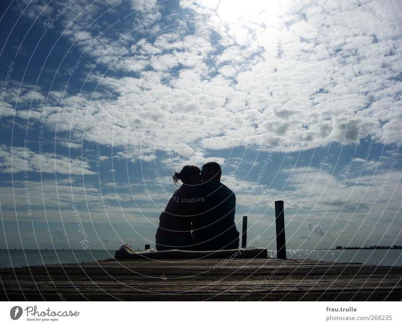 herz gefunden. Mensch Himmel Natur Jugendliche Wasser Meer Sommer Wolken Erwachsene Ferne Liebe feminin Frühling Küste Glück Paar