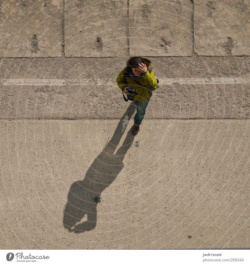 gefühlte 11:35 Uhr Freizeit & Hobby Fotografieren Mensch feminin Frau Erwachsene Leben 18-30 Jahre Jugendliche Schönes Wetter Hose Jacke brünett langhaarig