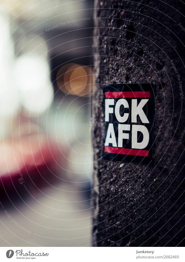 Gegen Hass mit viel Bokeh Stadt weiß rot schwarz Berlin Stein grau Beton Politik & Staat Straßenkunst Etikett Demokratie protestieren Wahrheit Gerechtigkeit