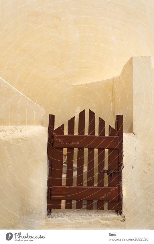 Eingang Häusliches Leben Haus Mauer Wand Treppe Fassade Tür einfach braun Beginn Ordnung Sicherheit Santorin Tor Farbfoto Außenaufnahme Menschenleer