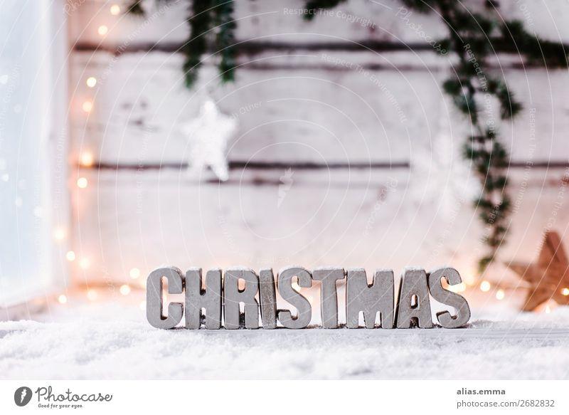 Weihnachtlicher Hintergrund mit dem Wort *Christmas* aus Beton Schnee Winterurlaub Dekoration & Verzierung Weihnachten & Advent Holz Zeichen Schriftzeichen