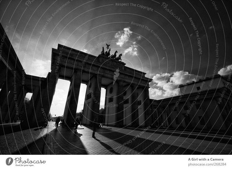Berlin - gibts was geileres? Stadt Berlin Denkmal Wahrzeichen Stadtzentrum Sehenswürdigkeit Hauptstadt Altstadt Bekanntheit gigantisch bevölkert massiv Brandenburger Tor