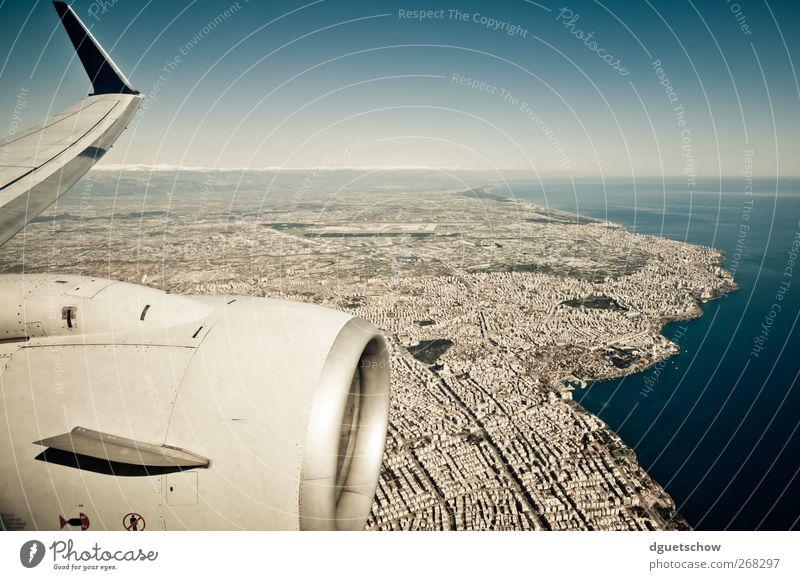 Flieger grüß mir .... Landschaft Luft Wasser Himmel Wolkenloser Himmel Schönes Wetter Küste Meer Stadt Hafenstadt Luftverkehr Flugzeug Passagierflugzeug