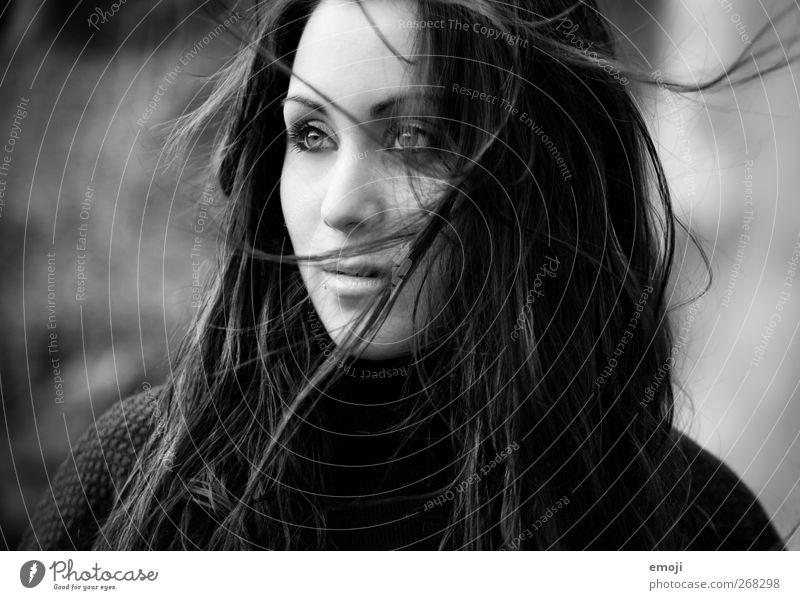 2012 feminin Junge Frau Jugendliche Haare & Frisuren Mensch 18-30 Jahre Erwachsene schön Wind Schwarzweißfoto Außenaufnahme Tag Licht Schatten Low Key
