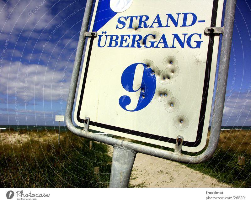Strandübergang 9 Himmel Meer Wolken Schilder & Markierungen verrückt Europa Loch Kriminalität Kriminalroman