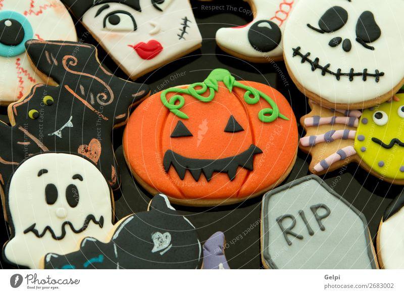 Halloween-Kekse mit verschiedenen Formen Dessert Teller Freude Gesicht Dekoration & Verzierung Tisch Feste & Feiern Herbst Katze Holz Lächeln gruselig lecker