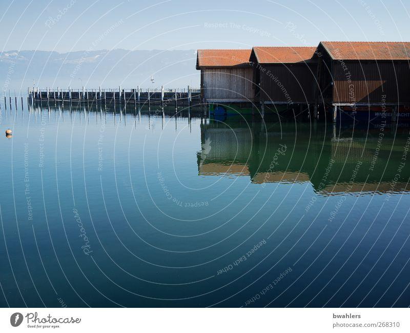 am See Natur Wasser Frühling Schönes Wetter Seeufer Menschenleer Hafen blau Bootshaus Reflexion & Spiegelung ruhig Ferne Bodensee Farbfoto Außenaufnahme Tag