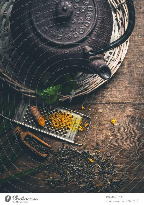 Eisen Teekanne mit frischem Gelbwurz Lebensmittel Kräuter & Gewürze Ernährung Bioprodukte Diät Asiatische Küche Getränk Heißgetränk Geschirr Stil Design