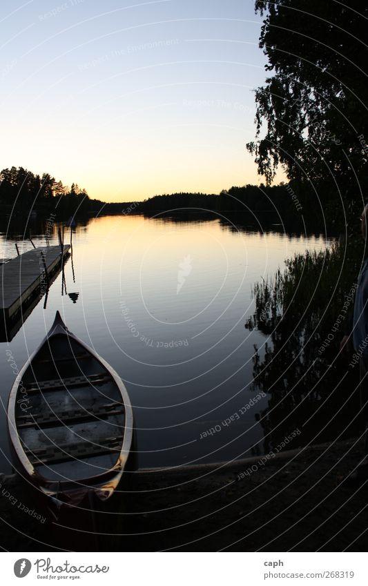 Nach der Tour Umwelt Natur Landschaft Wasser Himmel Wolkenloser Himmel Sonnenaufgang Sonnenuntergang Sommer Schönes Wetter Seeufer beobachten Erholung Ruderboot