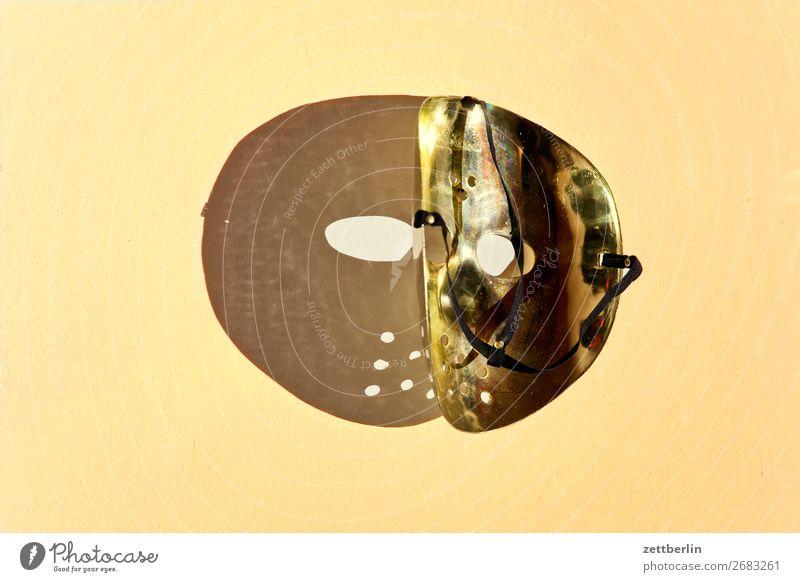 Goldene Maske Eishockey Karneval Gesicht Gesichtsmaske gruselig Kostüm Karnevalskostüm unklar Vexierbild Auge Dimension Licht Schatten Textfreiraum