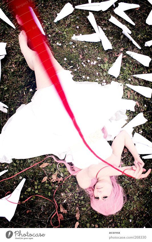 Roter Faden Mensch feminin Junge Frau Jugendliche 1 18-30 Jahre Erwachsene Kleid Zeichen Schnur ästhetisch elegant rosa rot weiß Gefühle Liebe Gedeckte Farben