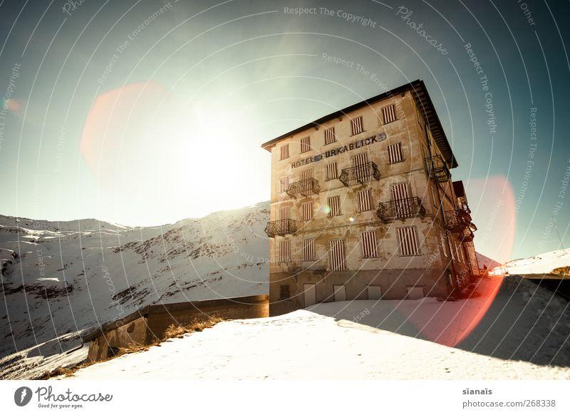 winterschlaf Himmel alt Winter Haus Schnee Berge u. Gebirge Architektur Gebäude geschlossen Tourismus Alpen Hotel Schweiz Vergangenheit Putz gestreift