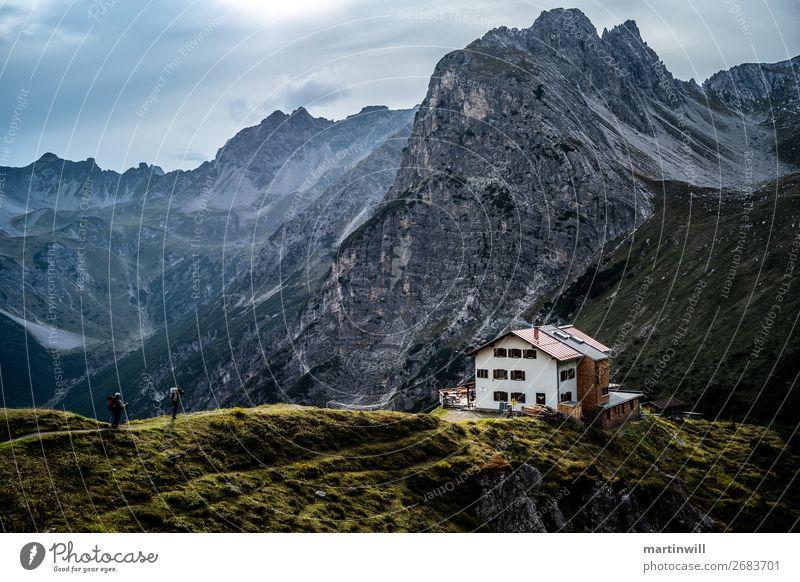 Wanderer erreichen die Steinseehütte Ferien & Urlaub & Reisen Ausflug Abenteuer Berge u. Gebirge wandern Klettern Bergsteigen 2 Mensch Natur Landschaft Wolken