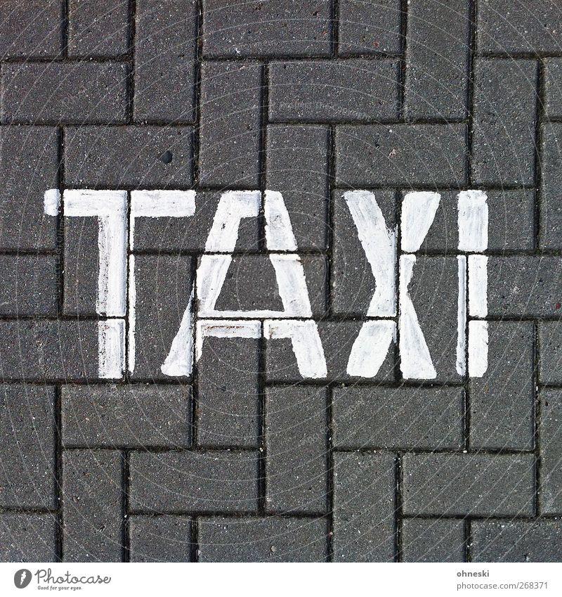 ...nach Paris Verkehrsmittel Personenverkehr Autofahren Straße Taxi Stein Zeichen Schriftzeichen Schilder & Markierungen Farbfoto Gedeckte Farben Außenaufnahme