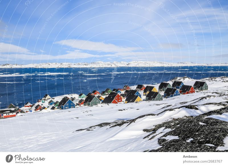 Reihen von bunten Inuit-Häusern, Nuuk Greenland Ferien & Urlaub & Reisen Tourismus Meer Winter Schnee Haus Landschaft Himmel Wolken Klima Wetter Eis Frost Hügel