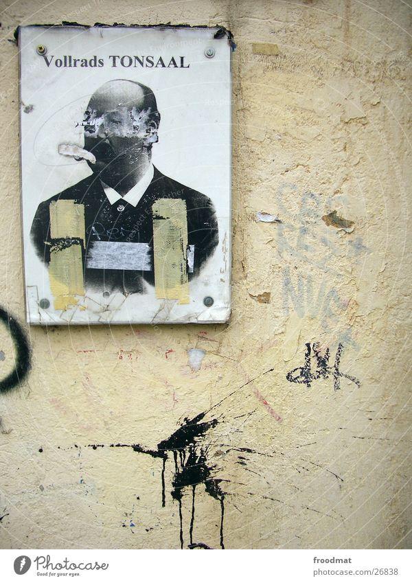 Vollrads TONSAAL Farbfleck Putz Graffiti Kunst obskur Schilder & Markierungen Farbspritzer Berlin Stadt