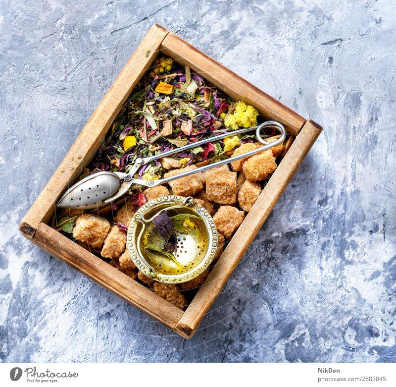 Schachtel mit Teeblatt Kasten Zucker Blatt trinken Kraut Gesundheit natürlich trocknen Kräuterbuch Antioxidans Pflanze Blume aromatisch Löffel Haufen Aroma