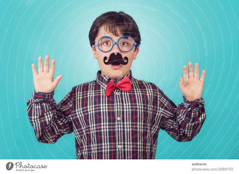 Lustiger Junge mit gefälschtem Schnurrbart und Krawatte Lifestyle Freude Feste & Feiern Geburtstag Mensch maskulin Kind Vater Erwachsene Kindheit 1 8-13 Jahre