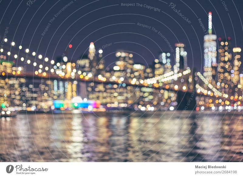 Verschwommene Skyline von New York City, USA. Lifestyle kaufen Reichtum elegant Stil Geld Ferien & Urlaub & Reisen Nachtleben Büro Business Fluss Stadtzentrum