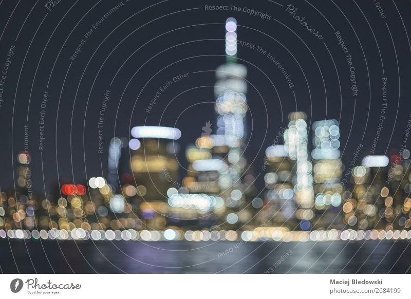 Verschwommene Skyline von New York City, USA. Reichtum Städtereise Nachtleben Büro Business Stadtzentrum Hochhaus Gebäude modern Dekadenz New York State