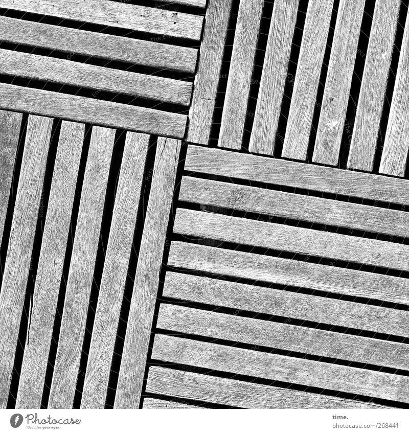 Inkje den Hof gemacht :) Terrasse Dekoration & Verzierung Holz Ordnung Präzision Verlegeware Stab verwittert rechtwinklig 4 Schwarzweißfoto Außenaufnahme