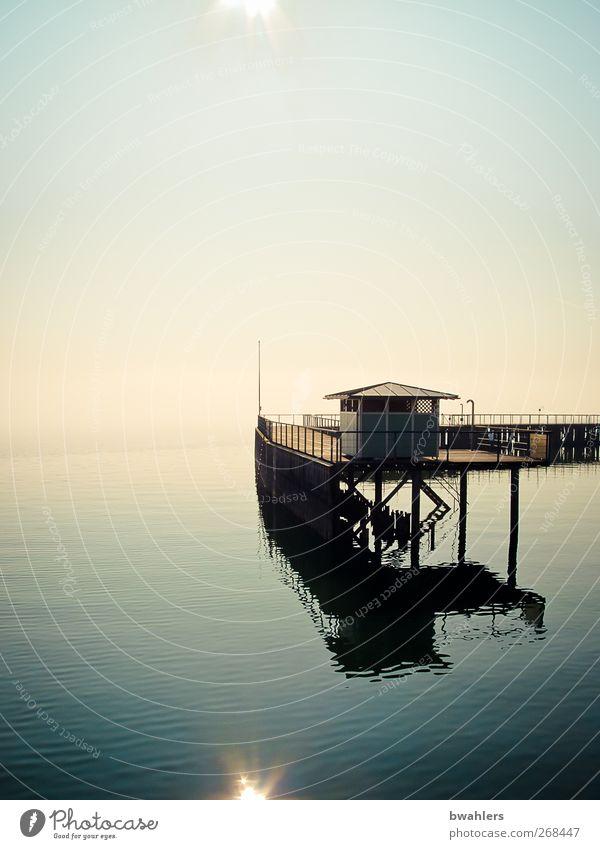 am See Natur blau Wasser Sonne ruhig Küste Schwimmbad Schönes Wetter Unendlichkeit Seeufer Hütte Steg Wasseroberfläche Wolkenloser Himmel Bodensee Badehäuschen