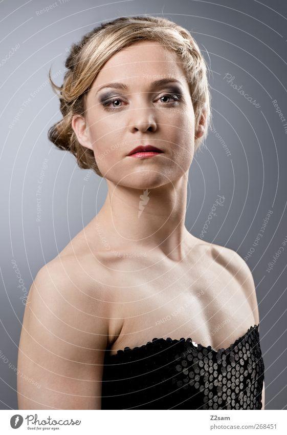 madame elegant Stil Mensch feminin Junge Frau Jugendliche 1 18-30 Jahre Erwachsene Kleid Haare & Frisuren blond Traurigkeit ästhetisch schön selbstbewußt Kraft