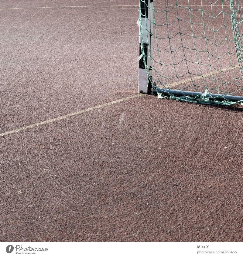 Ecke Freizeit & Hobby Sport Sportstätten Fußballplatz Hartplatz Tor Torlinie Netz Farbfoto Gedeckte Farben Außenaufnahme abstrakt Menschenleer