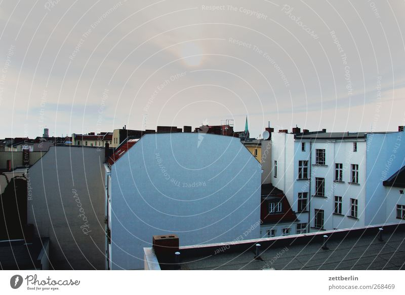 Schöneberg Stadt Haus Einsamkeit Wand Architektur Mauer Gebäude Nebel gut Bauwerk Sehnsucht Skyline Schmerz Müdigkeit Stadtzentrum Fernweh