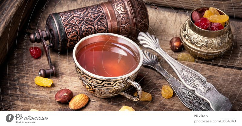 Tee im arabischen Stil trinken Tasse Lebensmittel Osten Getränk Türkisch Ramadan Östlich Islam süß Religion Orientalisch muslimisch Bestandteil asiatisch Aroma