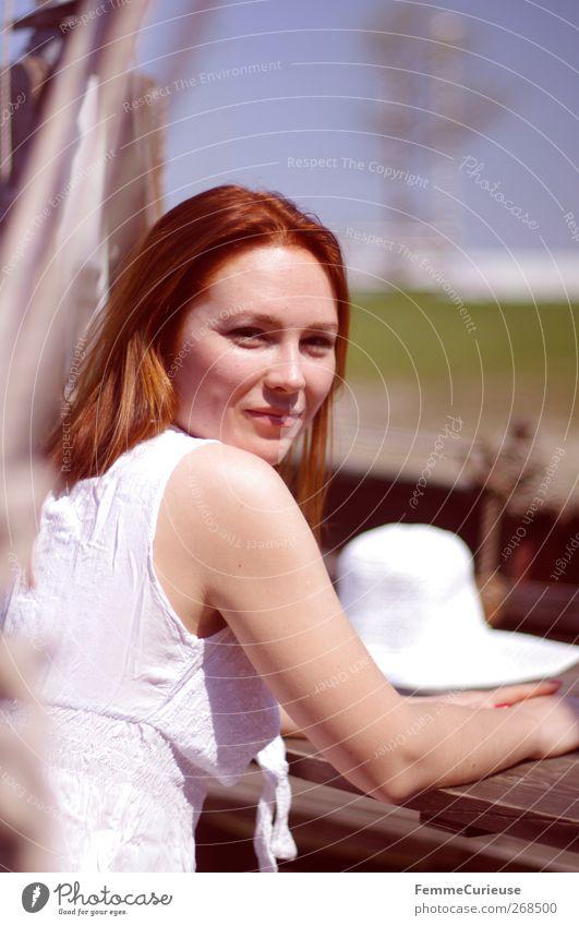 Natural beauty. Mensch Frau Jugendliche weiß schön Ferien & Urlaub & Reisen Sommer Strand Erwachsene Erholung feminin Holz Horizont Wasserfahrzeug sitzen Junge Frau