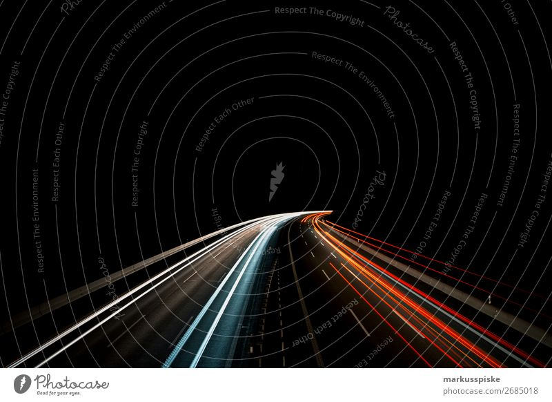 Autobahn bei Nacht Richtung fahren