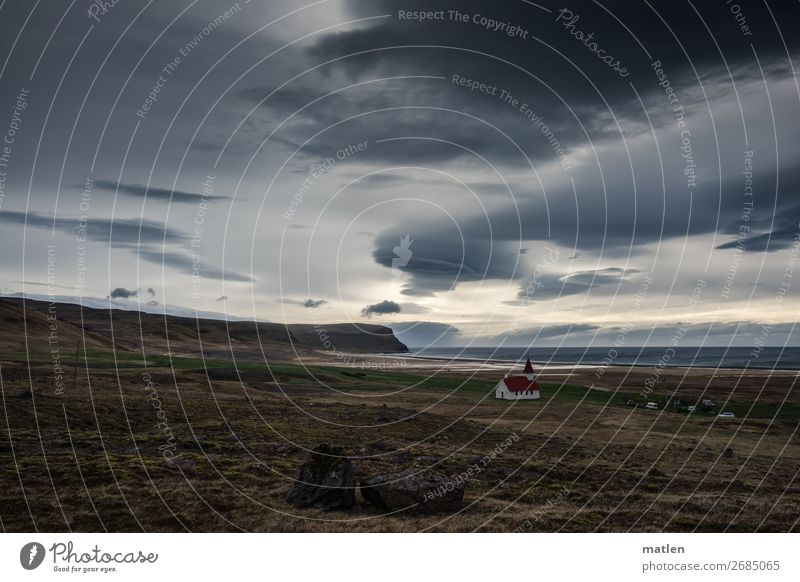 Kirchgang Landschaft Pflanze Himmel Wolken Horizont Frühling Schönes Wetter Wind Gras Wiese Felsen Küste Strand Bucht Meer Menschenleer Kirche dunkel gigantisch