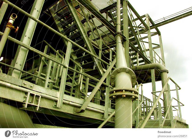 Rohrtreppengeflecht verrückt Industrie Treppe Technik & Technologie Stahl Schraube Gitter Kiesgrube