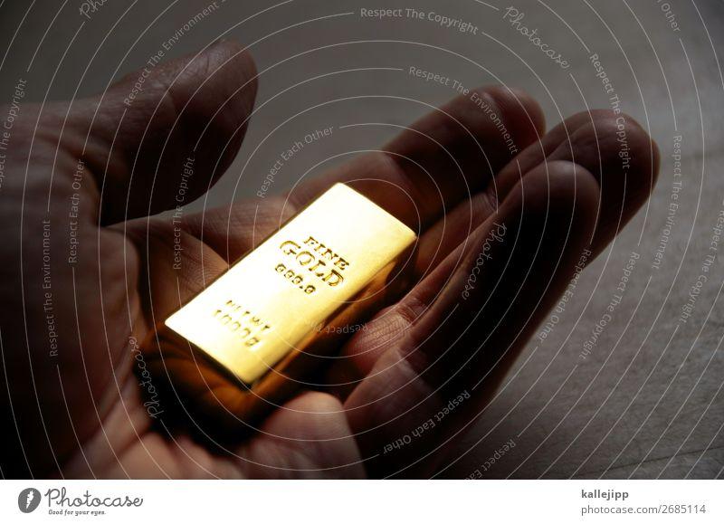 nuggets Wirtschaft Handel Kapitalwirtschaft Börse Geldinstitut Finger außergewöhnlich gold Kostbarkeit Erfolg planen Altersversorgung Wert edel Goldbarren