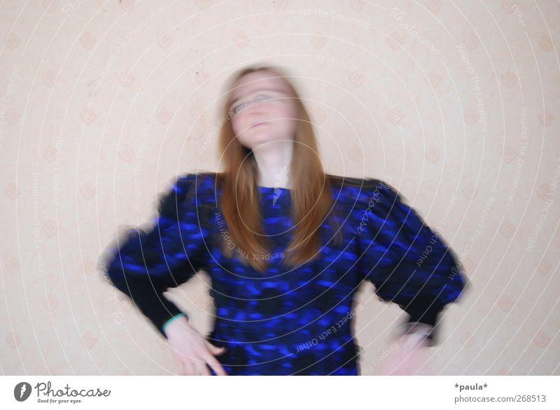 crazy Mensch Jugendliche blau weiß schwarz feminin Bewegung lustig Mode Kunst Feste & Feiern Körper Tanzen außergewöhnlich frei Junge Frau