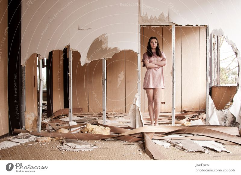 #268556 Mensch Frau schön Erwachsene Erholung Wand Mauer Raum Wohnung Zufriedenheit Kraft warten Häusliches Leben stehen Coolness retro