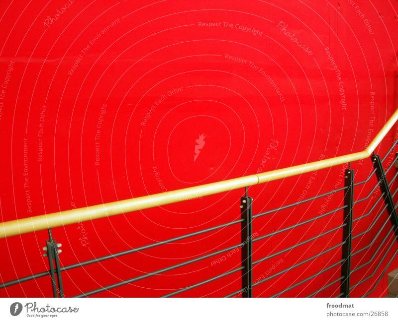 viel rot an der Wand und auch noch ein Geländer rot Wand Architektur Treppengeländer graphisch sehr wenige Potsdam Potsdam-Babelsberg