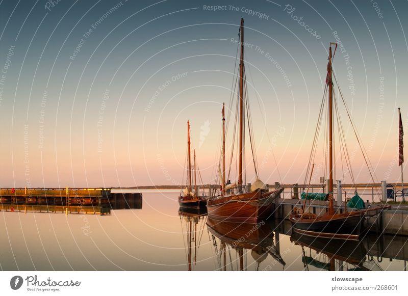 In der Ruhe liegt die See blau Ferien & Urlaub & Reisen Meer Sommer Strand Einsamkeit Erholung grau Stimmung rosa glänzend elegant ästhetisch schlafen Hafen