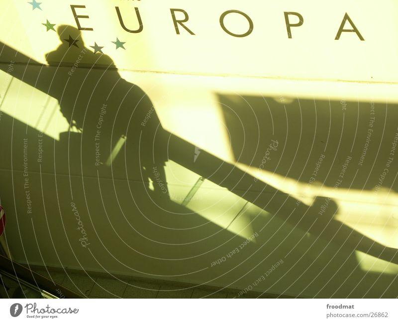 Europa Rolltreppe Wand Geschäftsleute Hannover Richtung diagonal Sinn Mensch Silhouette Typographie Politik & Staat Fenster Schatten Cebit 2004 froodmat Treppe