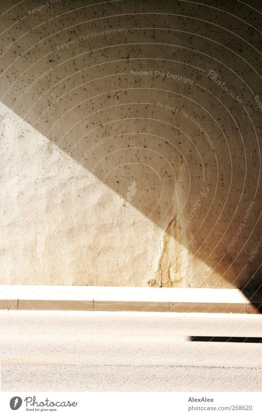 extra muros Hafen Tunnel Bauwerk Architektur Mauer Wand Verkehrswege Straße Stein Beton alt eckig hell Stadt Überwachung Baustelle Kalk zerbröckelt Sonnenlicht