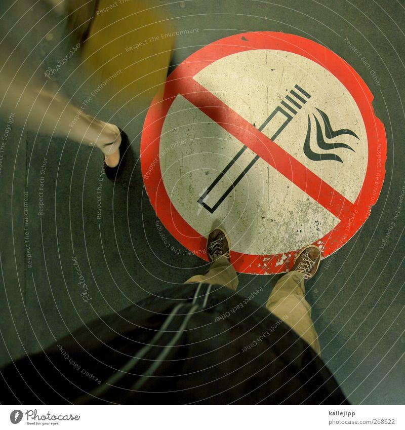 smokey eyes Lifestyle maskulin feminin Körper Beine Fuß Zeichen Schilder & Markierungen Hinweisschild Warnschild Rauchen Verbote Nichtraucher Zone