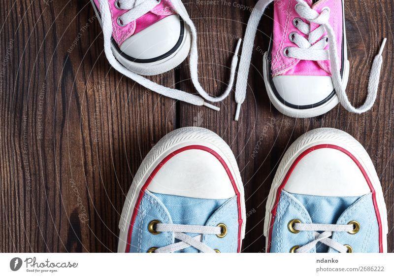 alt blau weiß Lifestyle Holz Sport Familie & Verwandtschaft Stil klein Fuß Mode rosa retro modern dreckig Schuhe