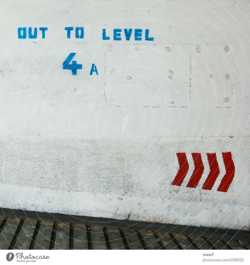 jump & run Haus Parkhaus Bauwerk Architektur Mauer Wand Fassade Verkehr Stein Beton Zeichen Schriftzeichen Hinweisschild Warnschild Verkehrszeichen Linie