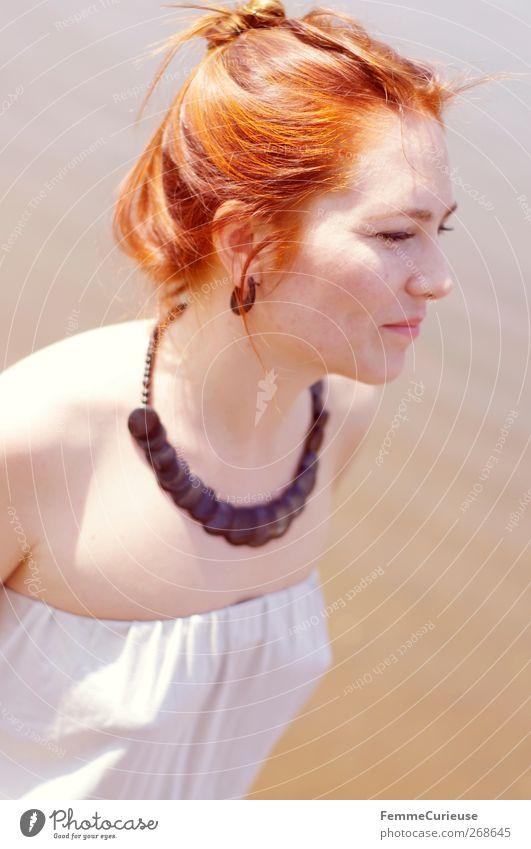 Just natural. Mensch Natur Jugendliche weiß Ferien & Urlaub & Reisen schön Strand Erwachsene Erholung feminin Holz Kopf Stil braun glänzend Junge Frau