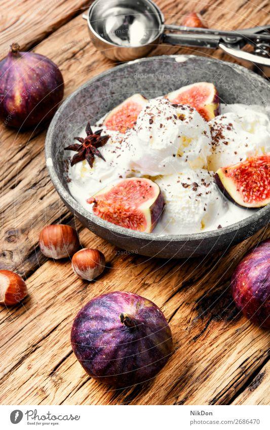 Sommereis mit Feigen Speiseeis Dessert Sahne süß Frucht Eis Feinschmecker Vanille Haselnuss gefroren lecker Eiscreme Löffel kalt Amuse-Gueule cremig saftig