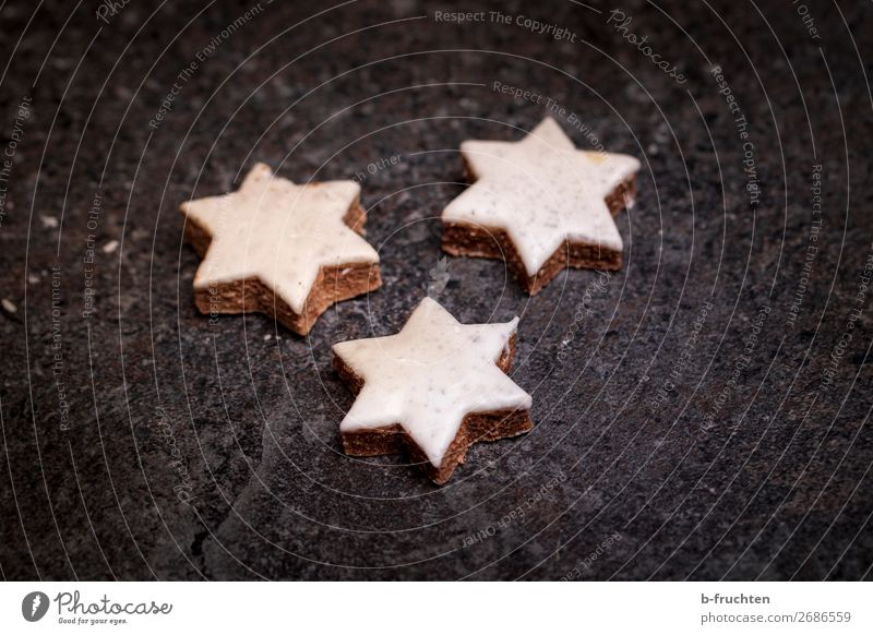 Zimtsterne Weihnachten & Advent dunkel Lebensmittel frisch genießen kaufen Stern (Symbol) Zeichen Backwaren Süßwaren wählen Leichtigkeit Langeweile backen Keks