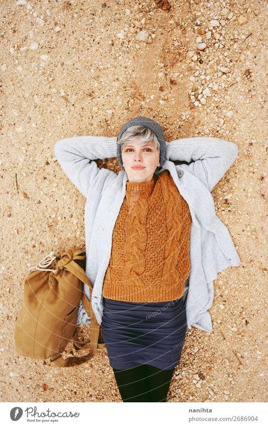 Frau Mensch Ferien & Urlaub & Reisen Natur Jugendliche Junge Frau Farbe schön Erholung Einsamkeit ruhig 18-30 Jahre Lifestyle Erwachsene Leben Herbst